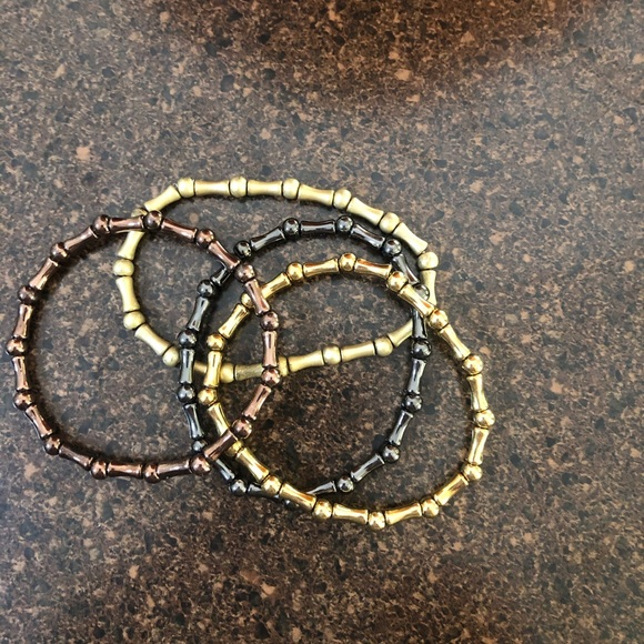 Set of four stretchy bracelets